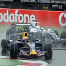 Webber seguido por Rosberg
