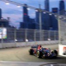 Vettel apurando en las curvas