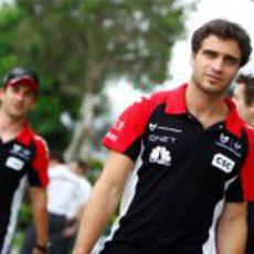 Los pilotos de Virgin pasean por el paddock