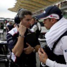Maldonado y Pujolar antes de la salida en Sepang