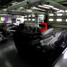 Los dos Williams resguardados en el garaje
