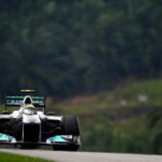 Nico Rosberg pilota su W02 en Malasia