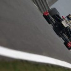 Heidfeld rueda durante los primeros libres del GP de China 2011