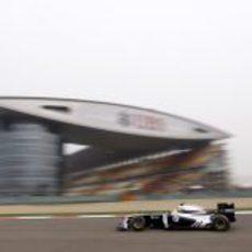 Pastor Maldonado en la sesión de prácticas del GP de China 2011