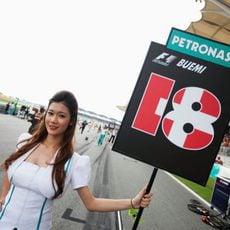 La 'pitbabe' de Sébastien Buemi en el GP de Malasia 2011