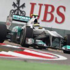 Nico Rosberg rueda durante los libres del GP de China 2011