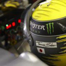 El casco de Nico Rosberg mientras permanece en su W02