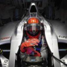 Schumacher concentrado en su Mercedes antes de salir a pista