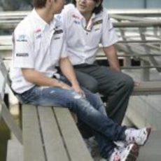 Kobayashi prepara el GP de China 2011 con su ingeniero