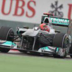 Michael Schumacher rueda durante los libres de China 2011