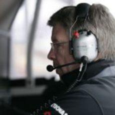 Ross Brawn en el muro durante la clasificación del GP de China 2011
