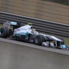 Nico Rosberg rueda durante la jornada del sábado en Shanghai