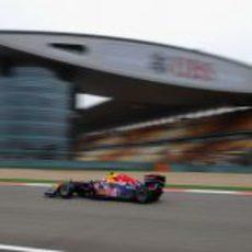 Webber eliminado en la Q1 de China 2011