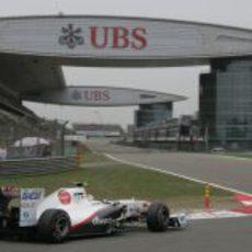 Pérez toma la última curva en el GP de China 2011