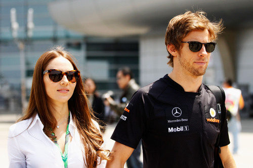 Jessica Michibata y Jenson Button en el GP de China 2011