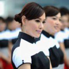 Guapas modelos chinas hacen de 'pit-babes' en el Gran Premio de su país