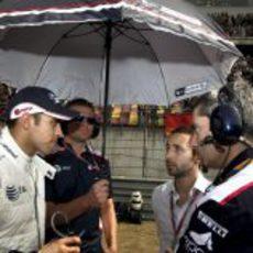 Maldonado habla con su equipo
