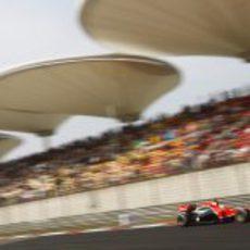 Timo Glock rueda durante el GP de China 2011