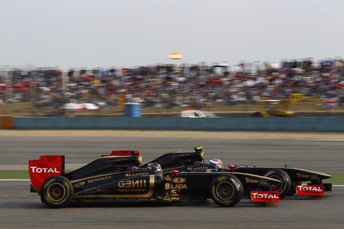 Heidfeld y Petrov rodando en paralelo en el GP de China 2011