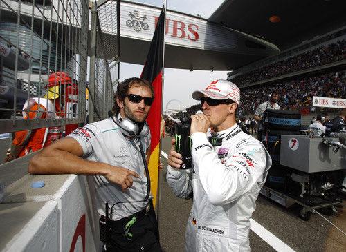 Michael Schumacher en la parrilla del circuito de Shanghai