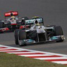 Rosberg lideró la carrera durante catorce vueltas