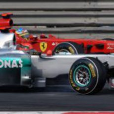 Schumacher y Alonso en paralelo durante el GP de China 2011