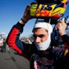 Alguersuari se pone el casco en la parrilla del GP de Australia 2011