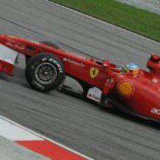 Alonso en los libres del GP de Malasia 2011