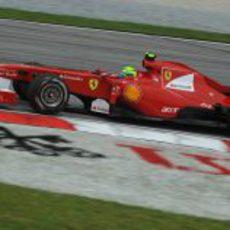 Felipe en los entrenamientos del GP de Malasia 2011