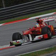 Fernando Alonso a los mandos del 150º Italia en Malasia 2011