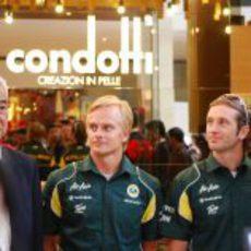 Kovalainen y Trulli en un acto promocional en Malasia