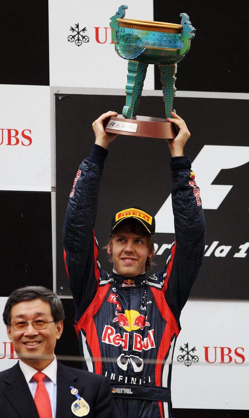 Vettel en el segundo cajón del podio en el GP de China de 2011