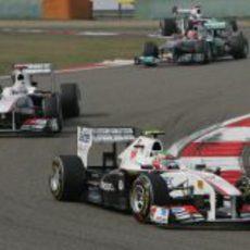 Pérez y Kobayashi durante el GP de China de 2011