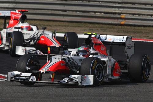 Liuzzi delante de Karthikeyan en el GP de China 2011