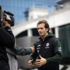 Jarno Trulli atiende a una entrevista en Turquía 2011