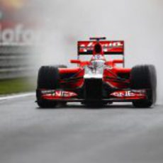 Timo Glock rueda durante los primeros libres del GP de Turquía 2011