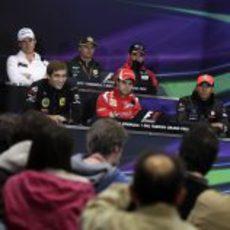 Los pilotos durante la rueda de prensa del jueves en Turquía 2011
