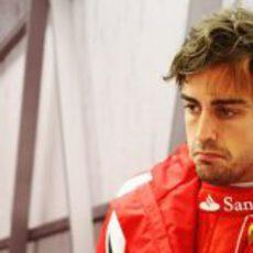 Fernando Alonso con cara de circunstancias en Turquía 2011