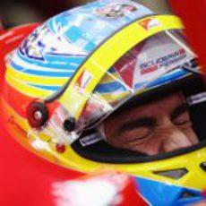 Alonso aprieta los ojos en el GP de Turquía 2011