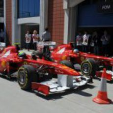 Los dos Ferrari tras la clasificación del GP de Turquía 2011