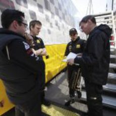 Reunión en Lotus Renault GP para analizar datos en Turquía 2011