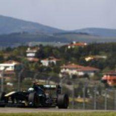 Kovalainen durante la clasificación del GP de Turquía 2011