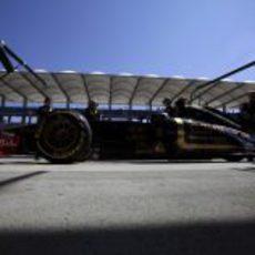 Heidfeld en boxes con los neumáticos blandos