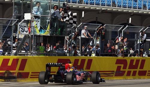 Bandera a cuadros para Vettel en el GP de Turquía 2011
