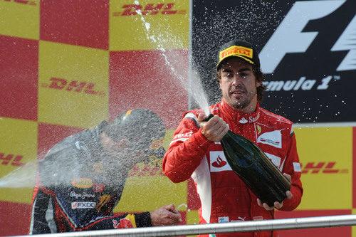 Fernando Alonso vuelve a probar el champán en Turquía 2011