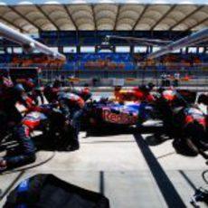 'Pit stop' para Vettel en la clasificación de Turquía 2011