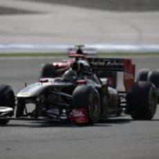Heidfeld rueda por delante de Schumacher y Massa en Turquía 2011