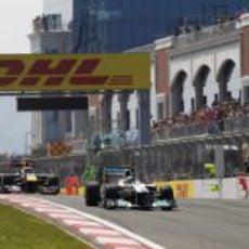 Rosberg rodó por delante de Webber al inicio de la carrera en Turquía 2011