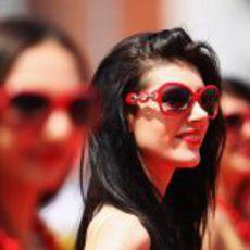 Una de las 'pit babes' morenas del GP de Turquía 2011