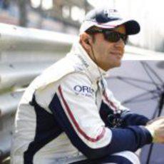 Barrichello espera sentado